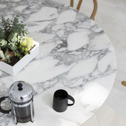 mermer-beyaz-yuvarlak-masa.jpg